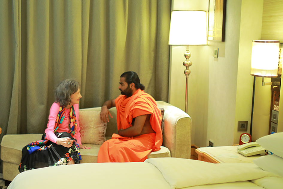 Greeting between 98-year-old yoga master Tao Porchon-Lynch and Shwaasa Guru at Shangri-La Hotel in Bangalore, India - June 18, 2017